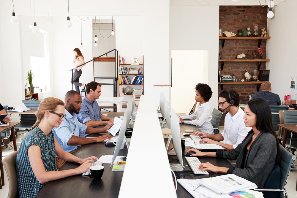 「週4日勤務」の効果と実現可能性、その知られざる実態を最新調査レポートから | AMP[アンプ] - ビジネスインスピレーションメディア