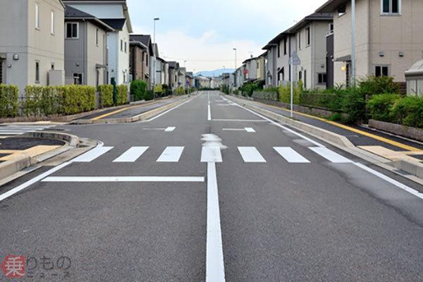 「横断歩道でクルマが停まらない問題」どうすべきか? JAF調査結果、各地に波紋 | 乗りものニュース
