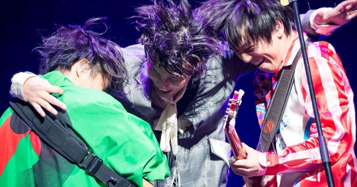 RADWIMPS、ライブで話題の新曲「HINOMARU」を無事披露し「自分の生まれた国を好きで何が悪い」と熱弁 - Togetter