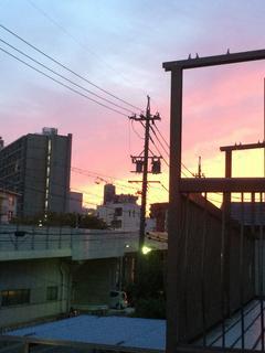 夕日の見える街で