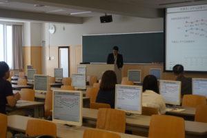 就職課の職員による卒業後の進路について 、講演を行いました。こちらは高校生より保護者の方が真剣だったかもしれませんね(笑)