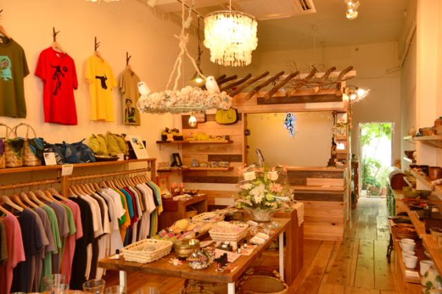 蒐集了沖繩獨具魅力、優質的各種商品, 複合品牌時尚店Kayak 八重工房