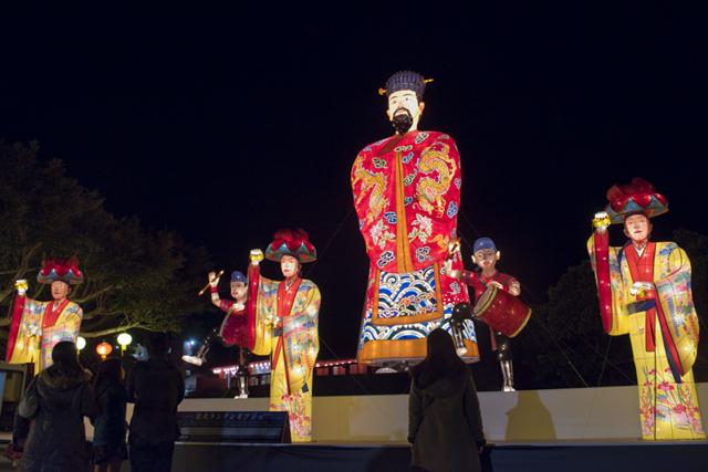 高8尺的琉球國王登場!琉球燈會