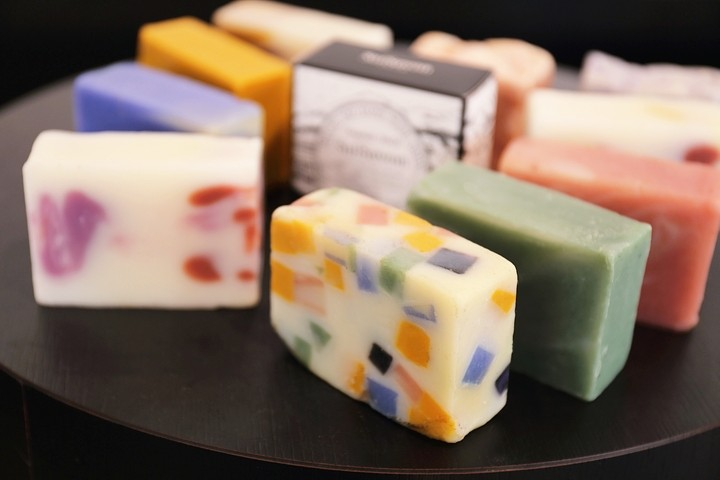 Try beauty soap made with local ingredients at SuiSavon in Shuri, Naha City