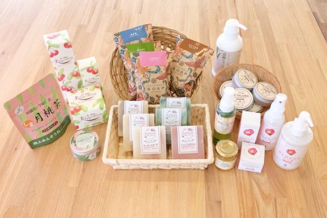 Aguri Shop Shimachurara: A souvenir shop featuring local health and skin care products