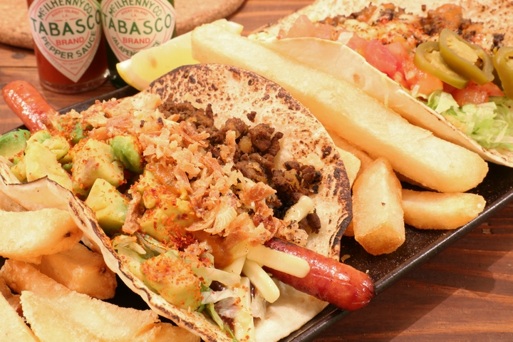 A taco restaurant near Makishi Public Market for people who want take a break from organic or health food to indulge in some real comfort cuisine. Enjoy your tacos with beer even during the day