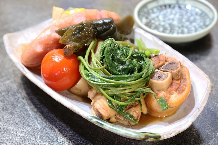 Ofukuro serves delicious collagen-rich Okinawan-style oden in Kumoji