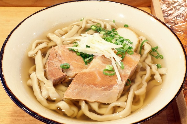 """An Okinawa Soba restaurant owned by a man who decided to go independent. Tishiraji Soba features chewy, """"dancing noodles"""""""