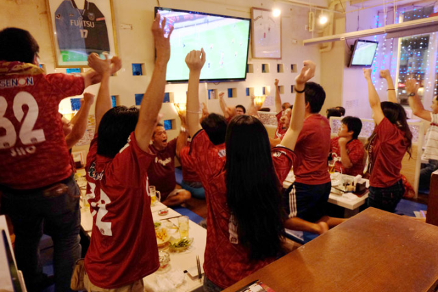 """Enjoy Drinking While Watching Soccer / Football Game at Sports Food Bar """"Rin Rin"""" in Shintoshin Area, Naha City"""