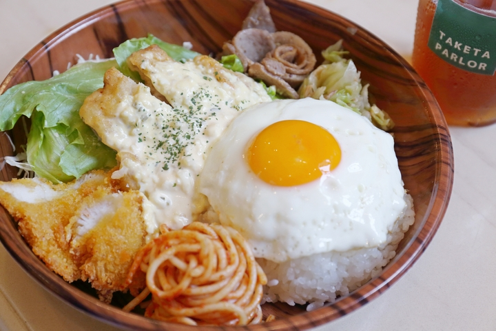 A-Lunch To Go! A Popular Menu Cherished by Uchinanchu (Okinawans) is Available for Takeout at Taketa Parlor (Naha)