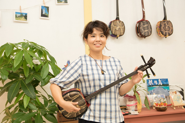 Kanako Hatoma's Lesson Café Aobato is the Place to Go for Introductory Sanshin Lessons (Mihara, Naha City)