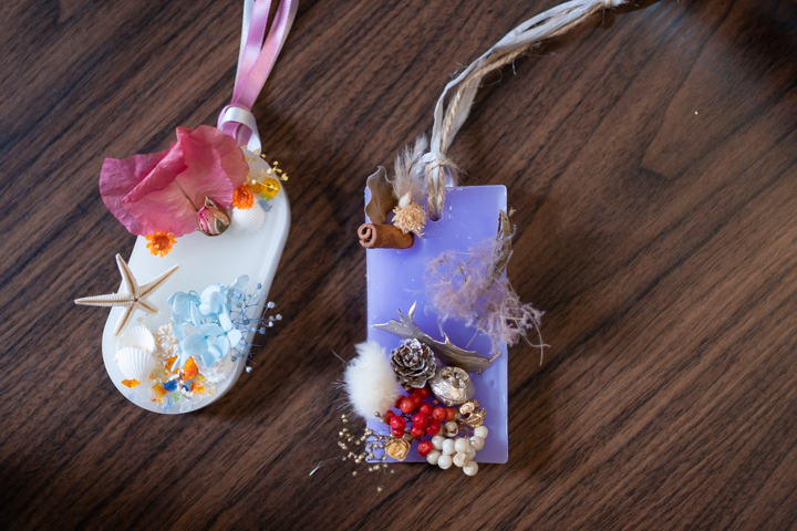 At [yaeee] (in Naha City), You Can Try Your Hand at Making Your Own Aroma Wax Sachet with Okinawan Flowers Other Materials