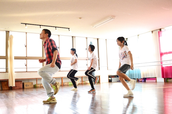 """[86 Dance Studio] on Ishigaki Island aims to """"Liven up the island through dance!"""" </br>Let's join the KI-HAT trio as they visit the studio for a dance lesson!"""