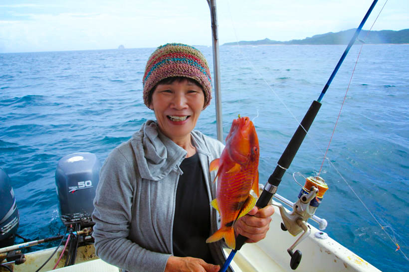 久米島の海で船釣りツアー