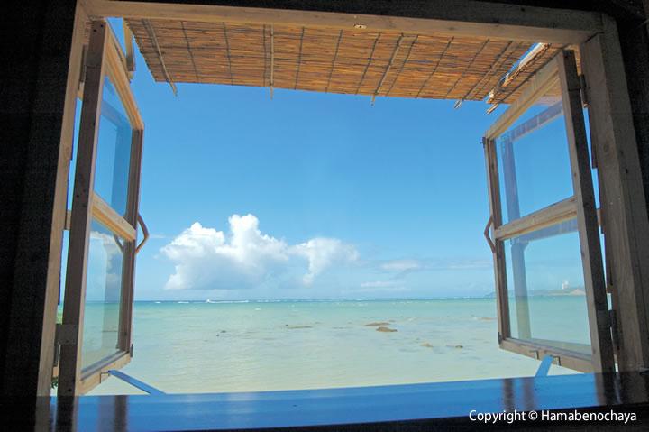 浜辺の茶屋から見える景色