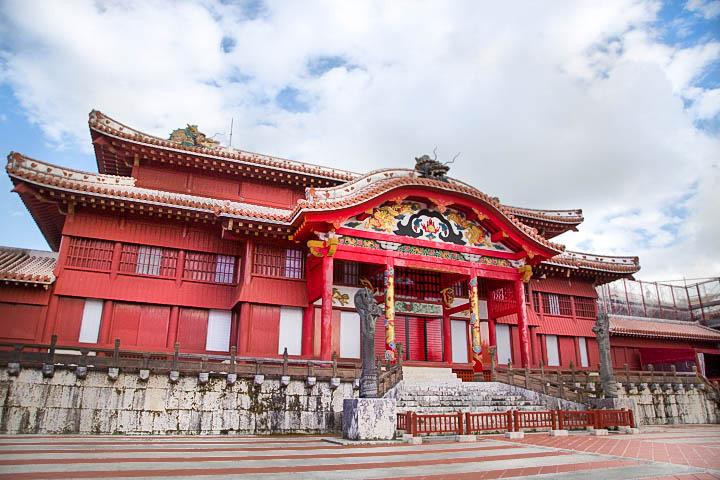 リーズナブルに沖縄旅行を楽しもう!那覇で過ごす格安観光プラン