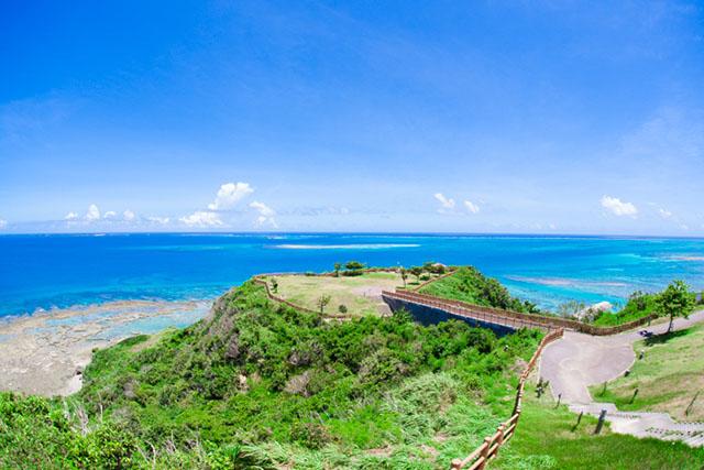 知念岬公園は、太平洋を一望できる隠れた絶景スポット