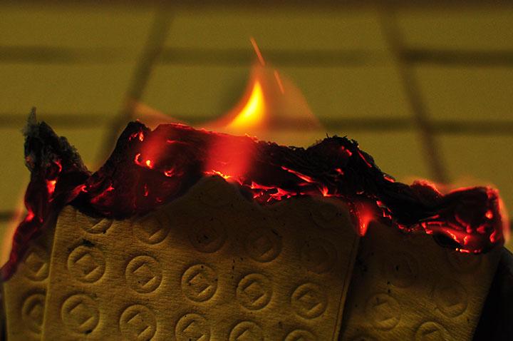 ウチカビが燃えている写真