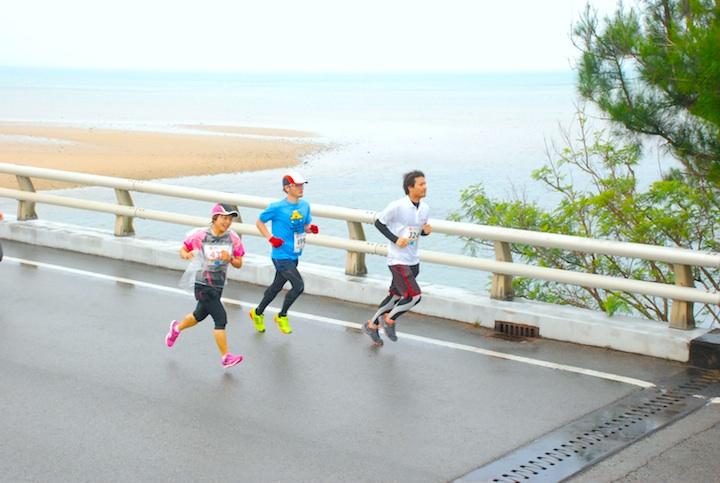 石垣マラソンの橋の上の写真