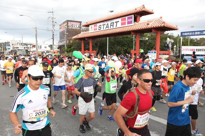 沖縄マラソンのスタート写真
