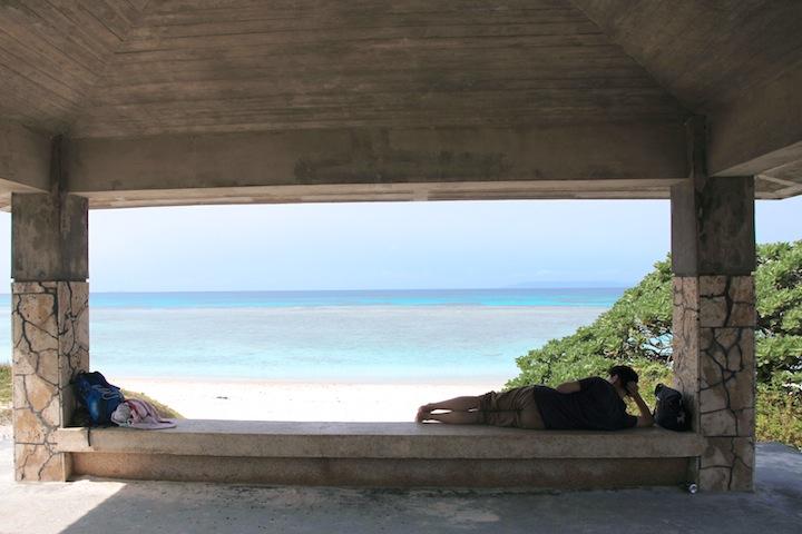 海を眺めてボーっとする時間は贅沢です