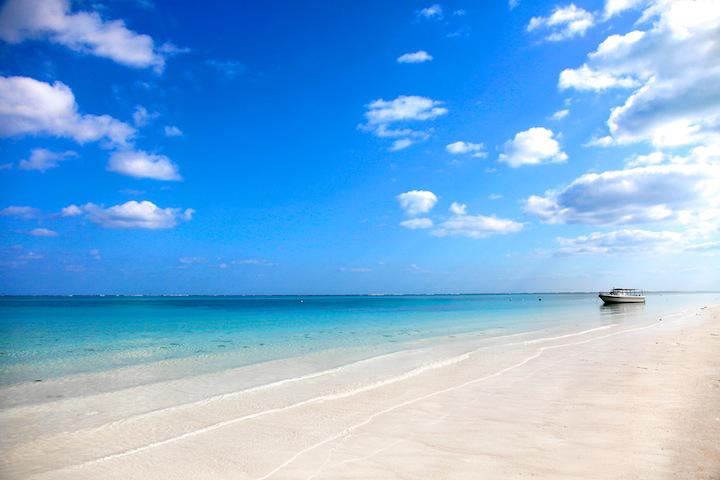 息を呑むほど美しい!沖縄離島の海