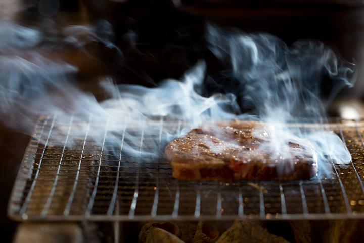 島のおいしさそのままに、食材をシンプルに1品1品丁寧に焼き上げる「島炉ばた冨士」