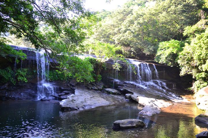 西表島、「サンガラの滝」トレッキング