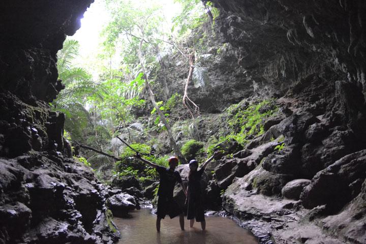 西表島、鍾乳洞探検!