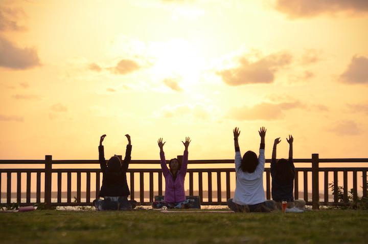 ビーチサイドヨガと聖地を巡る二日間~ヨガと祈りと食を通じて、本当の自分に出会うリトリートプログラム(沖縄本島南城市)【PR】