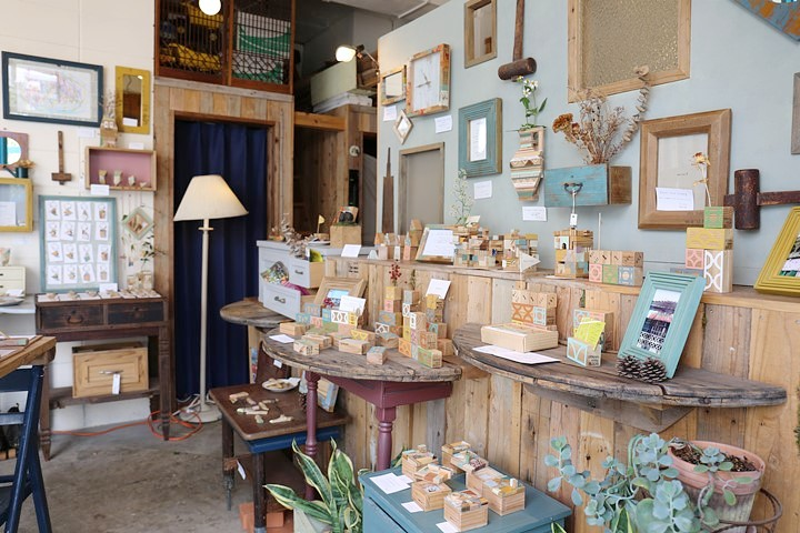 """""""もったいない""""から生まれた木製品。牧志公設市場の近くにお店を構える『toncati(トンカチ)』"""