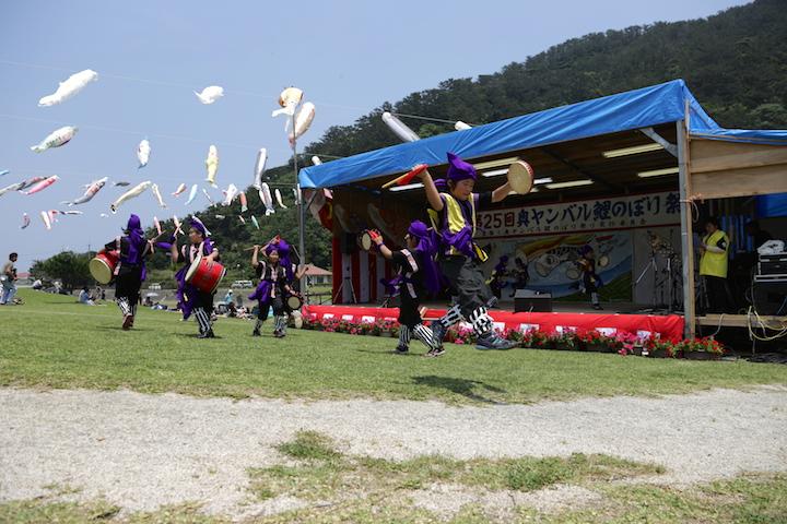 奥ヤンバル鯉のぼり祭りはさまざまなパフォーマンスも楽しめます