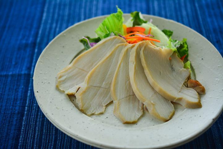 特別企画!沖縄の食材を使った「うまぬすぐりむん(美味しいスグレモノ)」に迫る! <br> その② 食のかけはしカンパニーの「月桃鶏ハム」