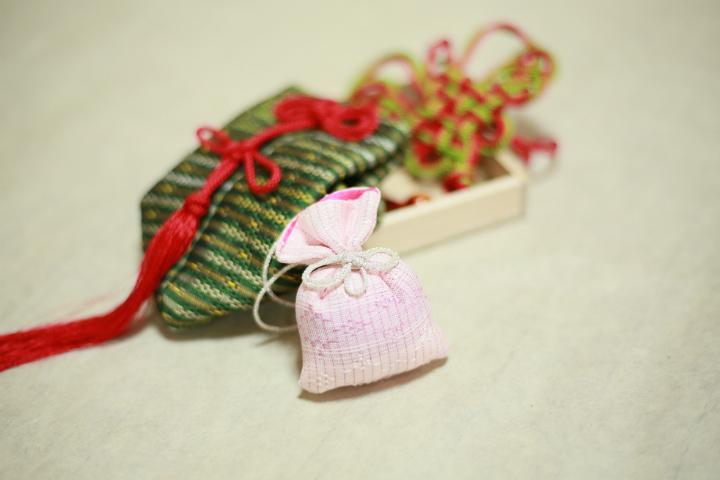 後世に伝えたい美しい琉球小物 ~ 掛香「寿ぎの香り」と匂い袋「結」