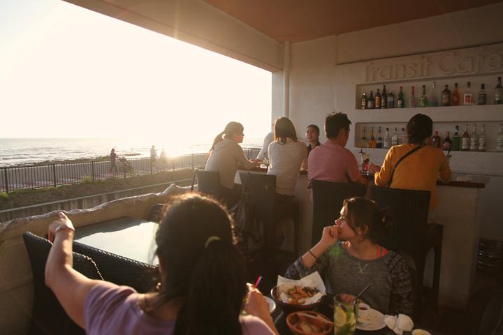 北谷の老舗カフェ「Transit Cafe」