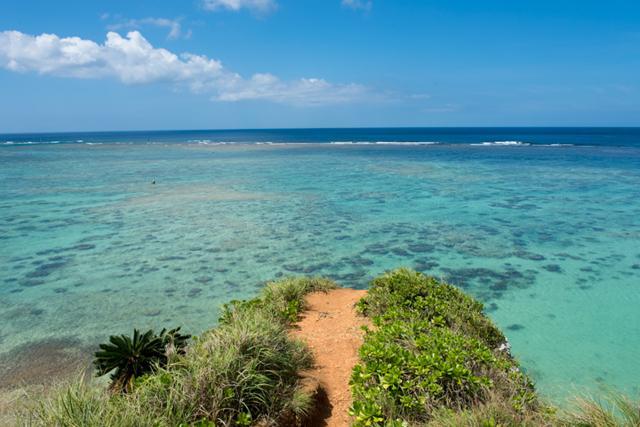 沖縄本島の青い海を満喫するなら恩納村の真栄田へ【PR】