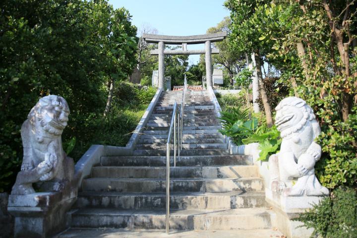 <沖縄の伝説・歴史ぶらり歩き> 読谷村にある唄三線の聖地「赤犬子宮」【PR】