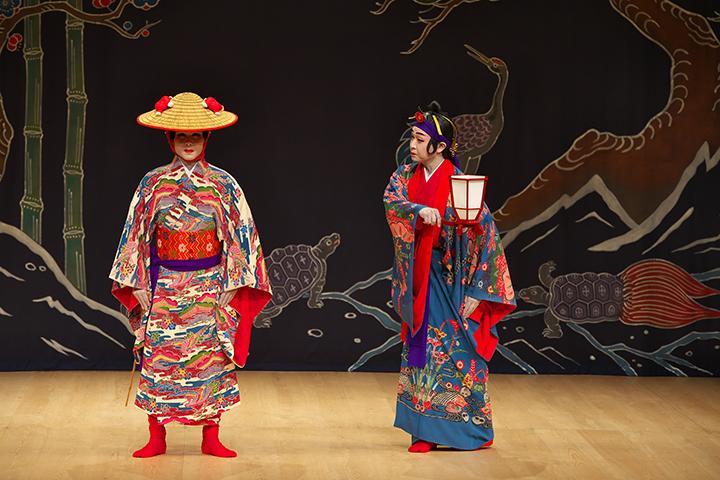 組踊(くみおどり)上演300周年! 浦添市「国立劇場おきなわ」で伝統芸能を堪能【PR】