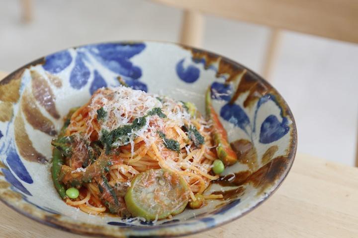 沖縄の島野菜をカジュアルに。「カメカメキッチン」で味わうパスタランチ