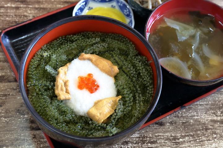 プチプチ感がたまらない♪恩納村名物の海ぶどう丼「元祖海ぶどう本店」