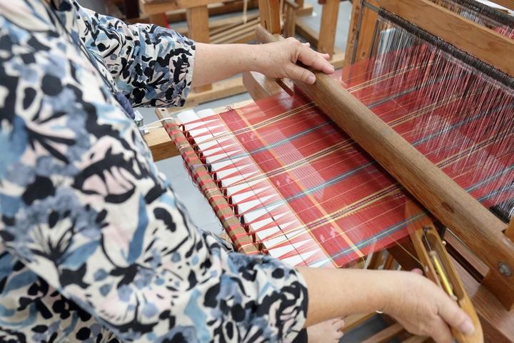 琉球王朝時代から受け継がれていく沖縄の宝物「首里織」をもっと身近に