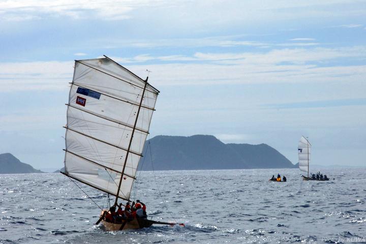 座間味島のサバニ帆漕レース