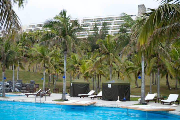 やんばるの自然に囲まれたリゾートホテルで、テントサウナを体験できる「アッチッチゾーン™️ IN カヌチャリゾート」(名護市)