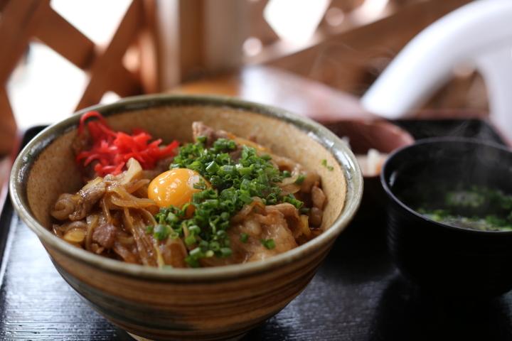 猪豚丼(いのぶたどん)