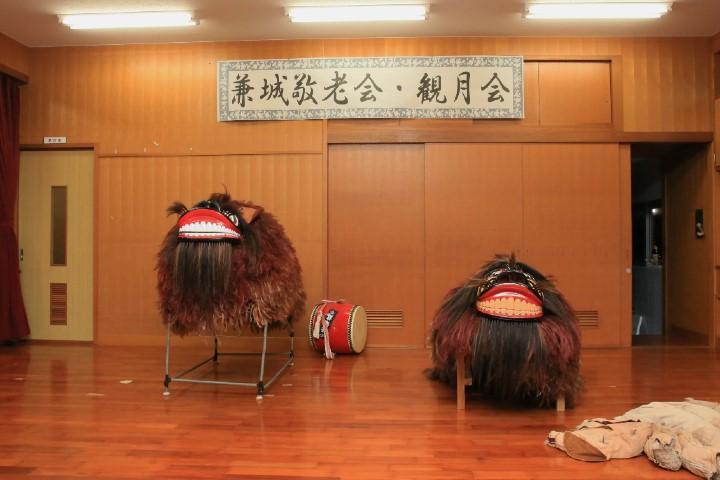 兼城公民館にて。神獅子(右)と芸能用獅子