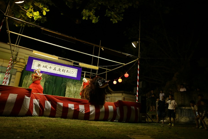 「十五夜村あしび」での獅子舞