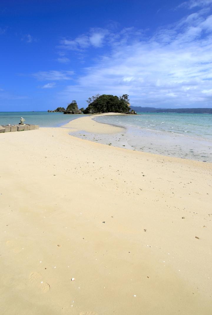 干潮時にだけ姿を現す無人島