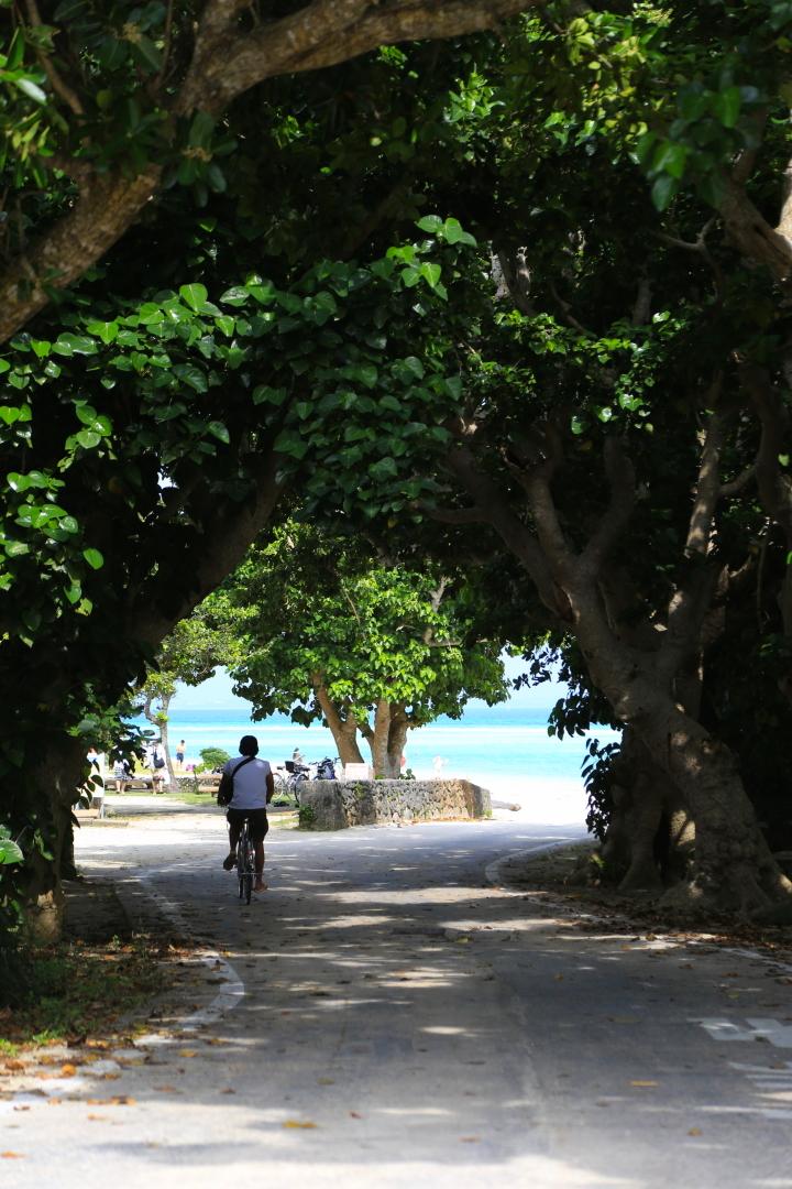 コンドイビーチは集落から自転車で10分ほど