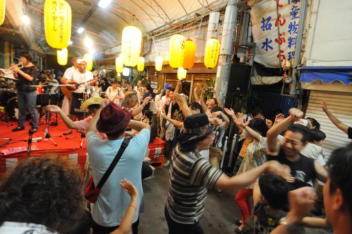 沖縄の手踊りカチャーシーは沖縄県民ならだれでも踊れます