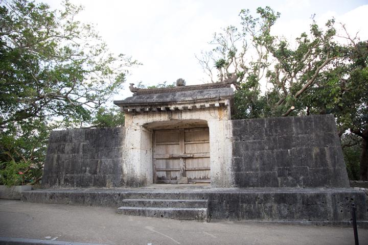 園比屋武御獄石門も世界遺産に登録されています